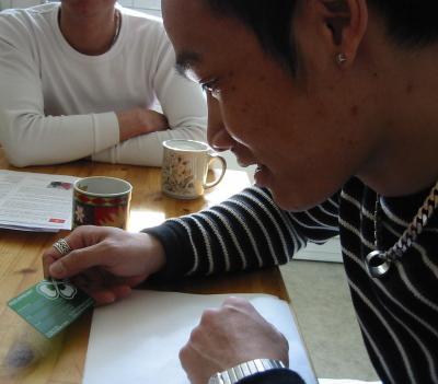 Thang beundrar sitt medlemskort från Centerpartiet