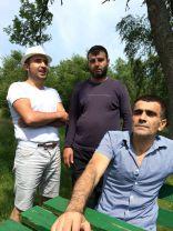 Syrier utanför boendet